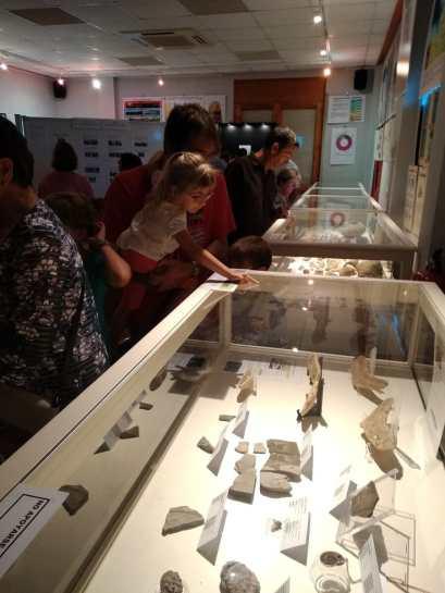 Exposición 'El mar que bañó nuestras tierras' en Alcampell (2) (foto Imma Gracia / La Litera información)
