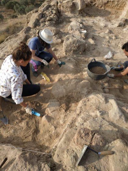 Trabajos en la quinta campaña de excavaciones en Els Castellassos (foto equipo de excavación)
