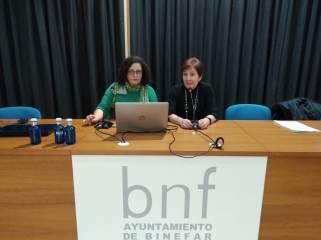 Mesa de la conferencia «El consultorio de Elena Francis en la Litera» en Binéfar (foto Sebastián Agudo / La Litera información)