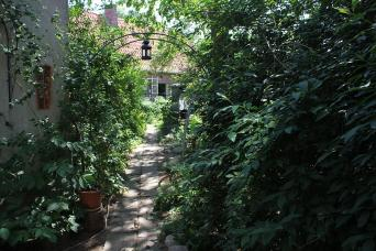 Gartenweg zum Schuppen