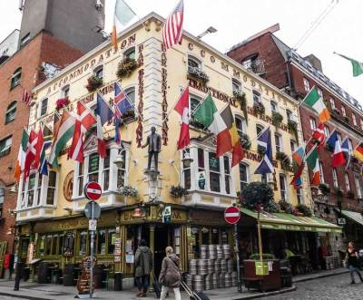 Colourful traditional Irish pub in Temple Bar, Dublin