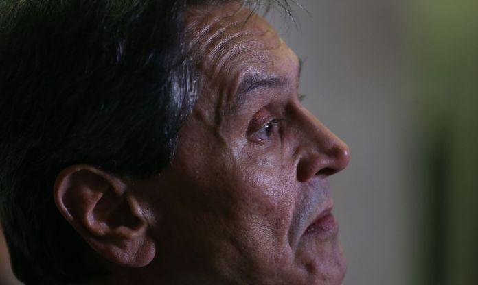 PF prende Roberto Jefferson no inquérito das milícias digitais
