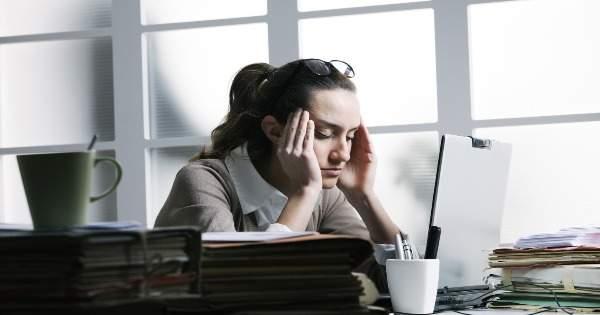 ¿Cómo aliviar la tensión ocular ocasionada por el uso de computadoras?