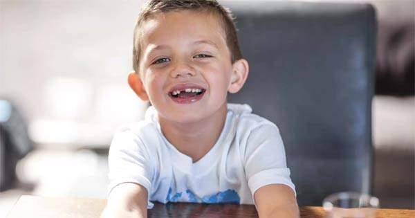 Cuidado dental en niños después de la extracción de un diente de leche