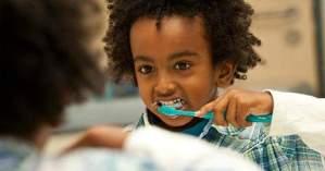 ¿Es posible cepillar nuestros dientes demasiado?