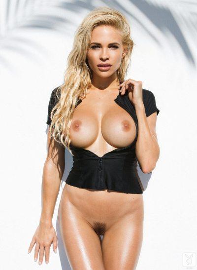 https://i2.wp.com/www.centerfoldsblog.com/wp-content/uploads/2014/06/playboy-playmate-dani-mathers-removes-her-black-wetsuit-near-the-pool9.jpg?resize=400%2C547