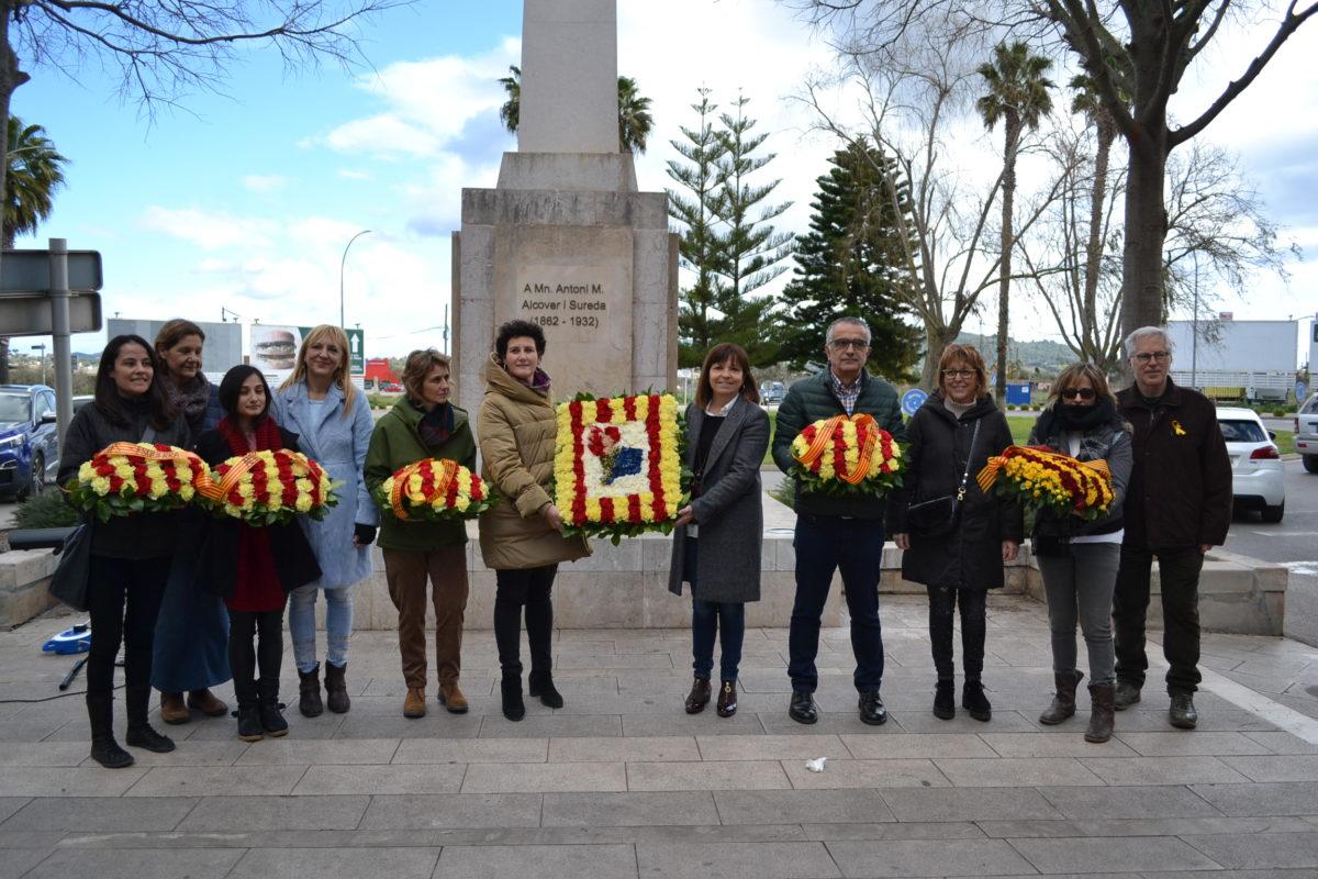 Manacor Reivindica El Llegat D'Antoni M. Alcover Amb L'ofrena Floral I L'homenatge A L'obelisc