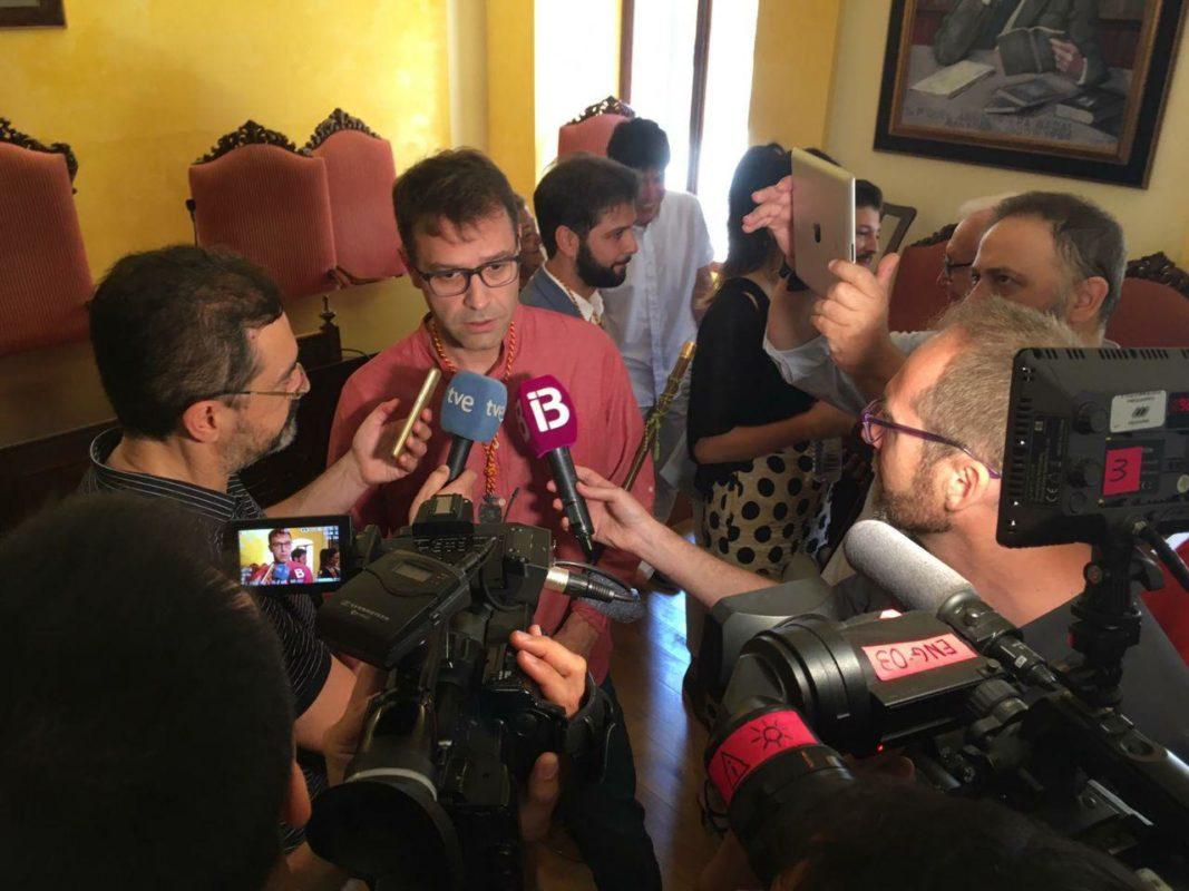 AIPC Sorprèn En El Ple D'investidura Amb Dos Vots A Favor De Miquel Oliver I Una Abstenció