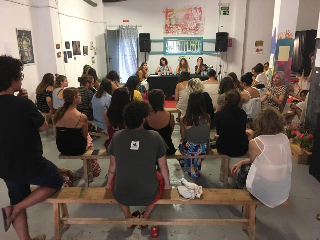 Bruixes Posa La Dona Creativa Al Centre