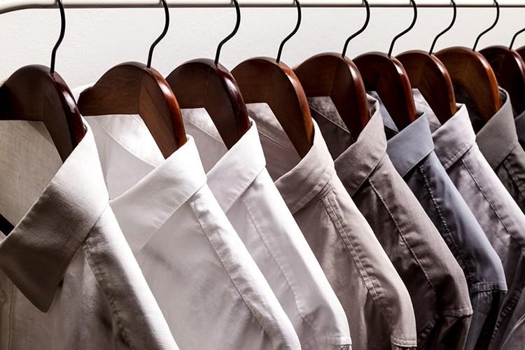 เลือกสีเสื้อสำหรับผู้ชาย