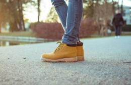 รองเท้าบูท และ รองเท้าผ้าใบ น่าสนใจ