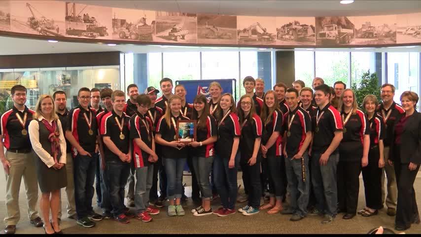 CAT- Tremont Robotics Team Celebrate Teamwork_92164287-159532