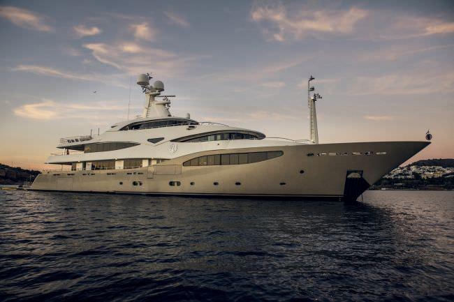 Main image of LIGHT HOLIC yacht