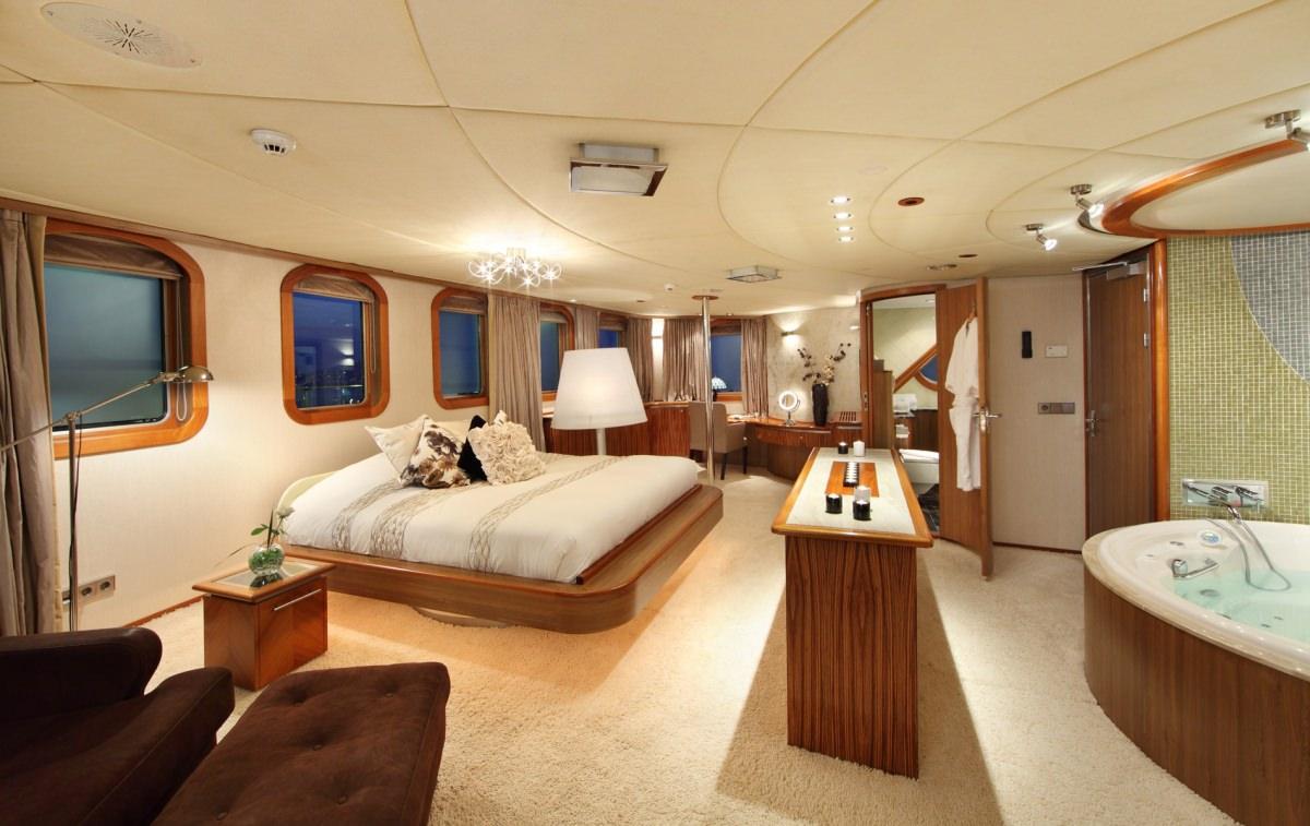SHERAKHAN yacht image # 5