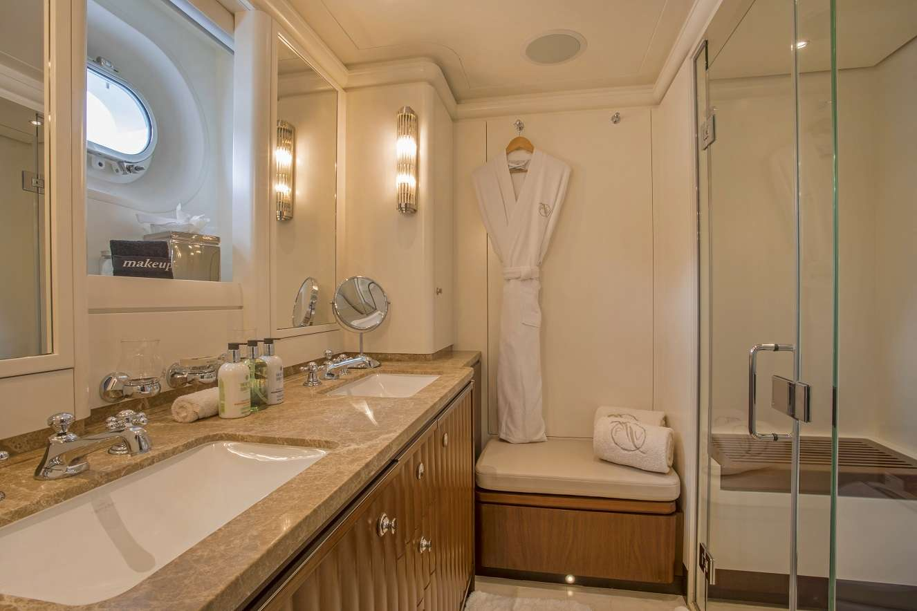 Image of Pura Vida yacht #5