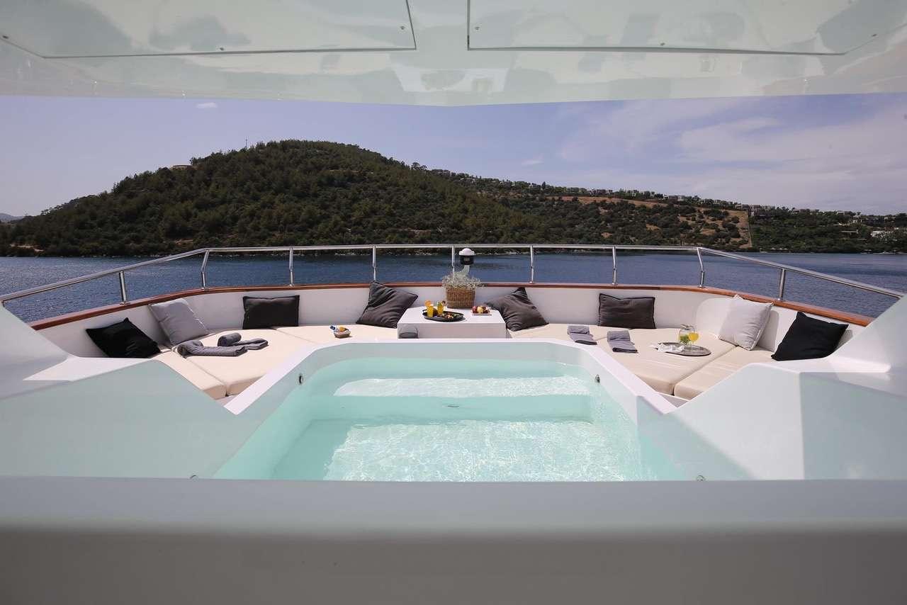 OTTAWA yacht image # 18