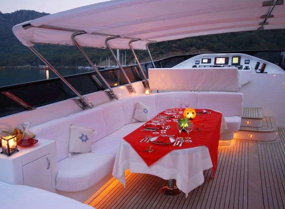 CROCUS yacht image # 3