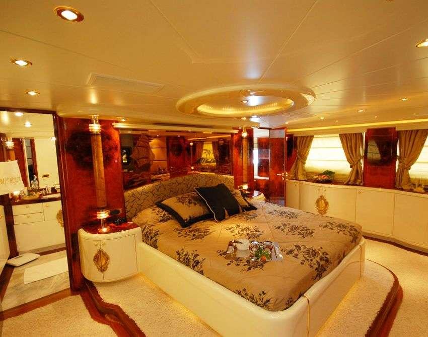 CROCUS yacht image # 5