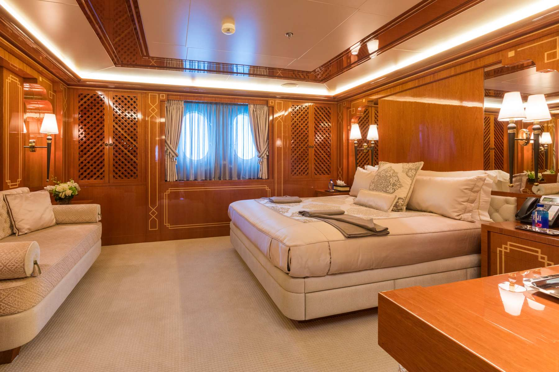 DOUBLE DOWN yacht image # 7