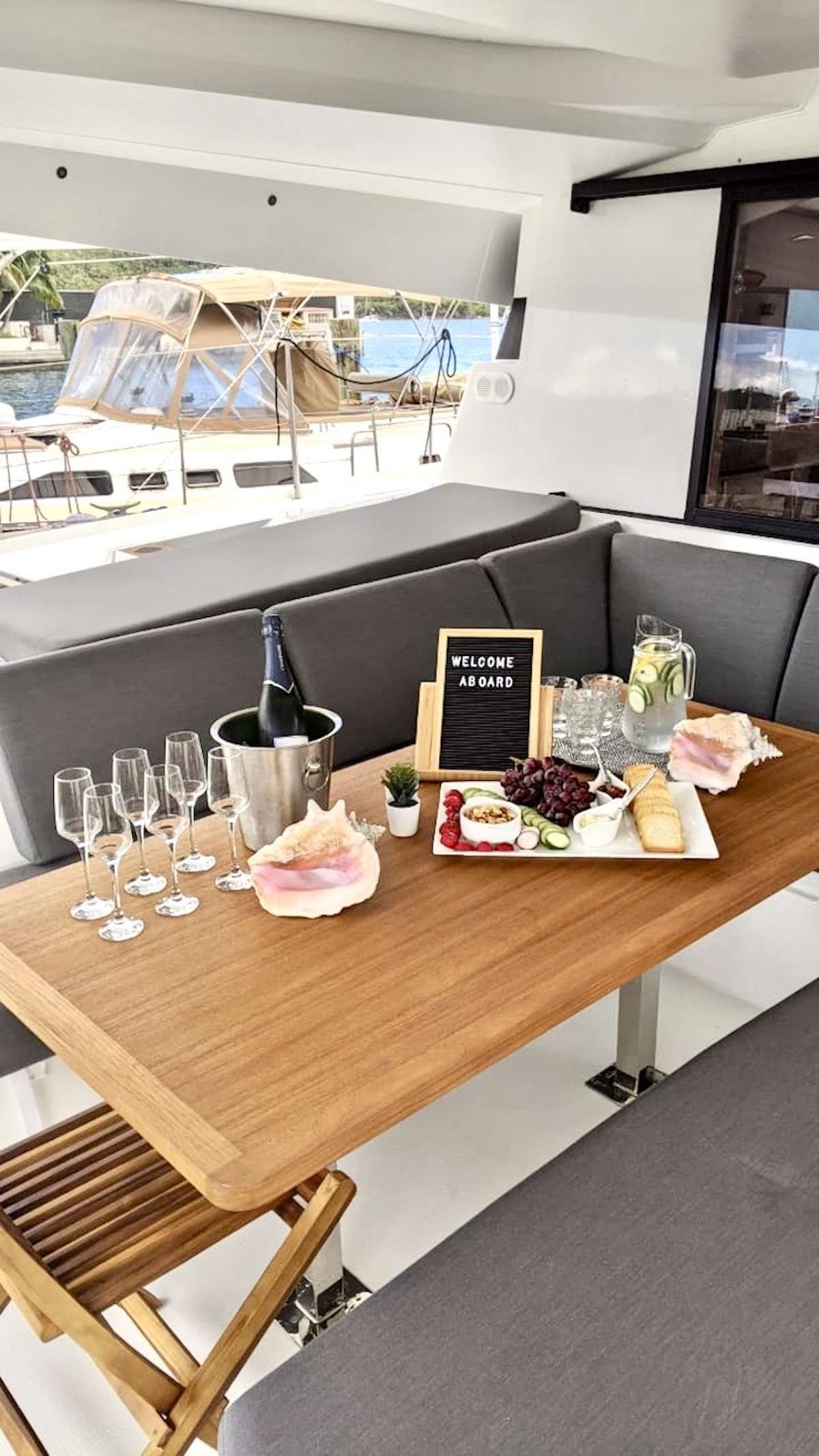 Image of CHAMPAGNE yacht #18
