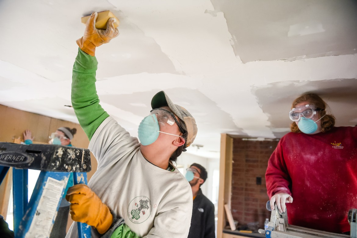 students repairing homes during Alternative Spring Break