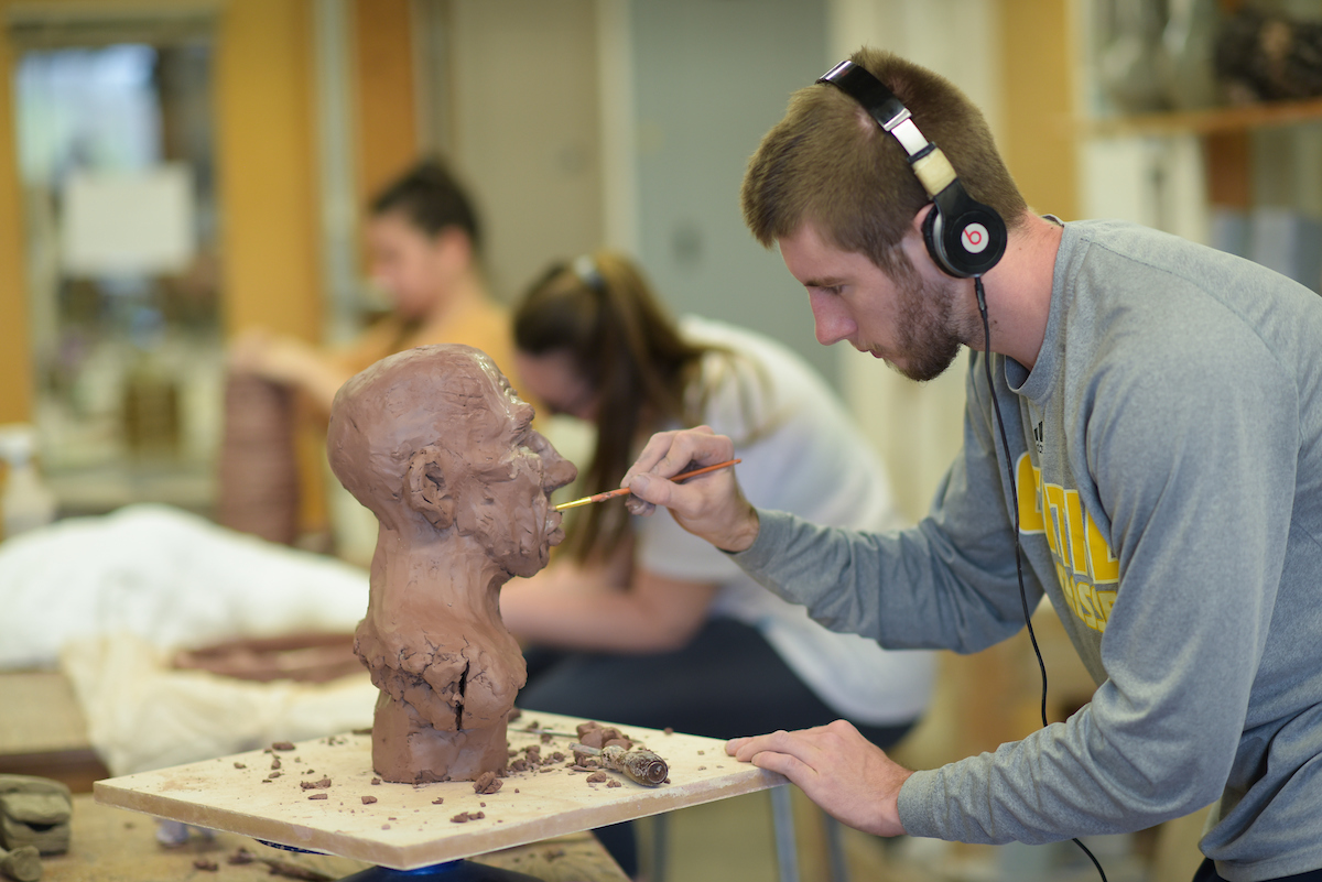 Student works with clay in art class at Centre College