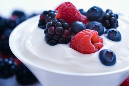 Le Yogourt est plein de protéine. Répartir l'apport de protéines long de la journée est pour obtenir une obtenir une masse musculaire optimale   Photo : Santé & Geeks