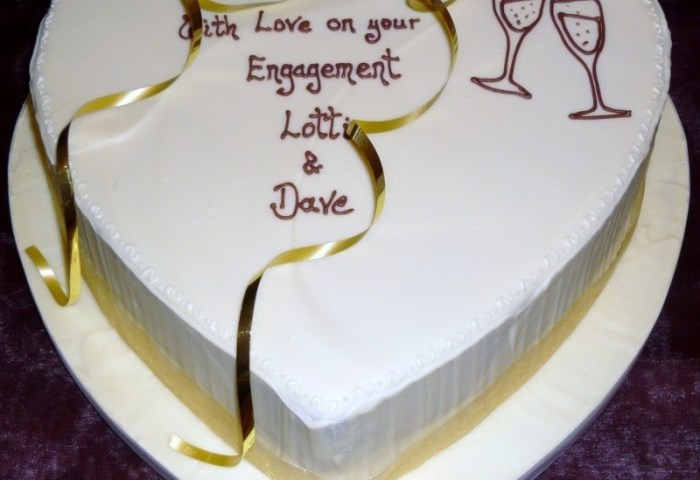 Engagement Cakes From 6000 Centrepiece Cake Designs Isle Of Wight