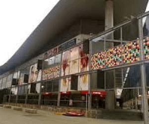 Centro Comercial Los Cantones Village