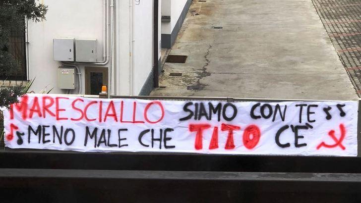 Cori inneggiano alle foibe: Macerata diventa un caso