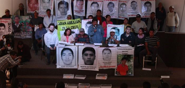 20150209-Ayotzinapa-respalda-a-EAAF