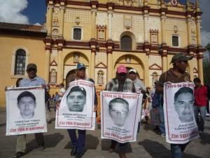 30 jul: Caravana de Ayotzinapa en San Cristóbal de las Casas