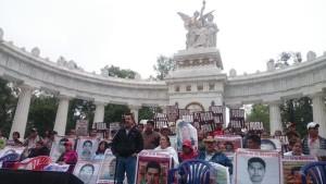 20151026 Recorrido de Ayotzinapa por medios en el DF