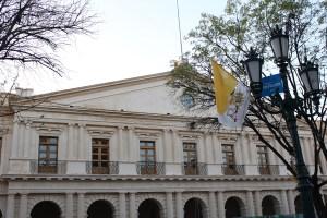 Las principales calles con pendones del Estado Vaticano
