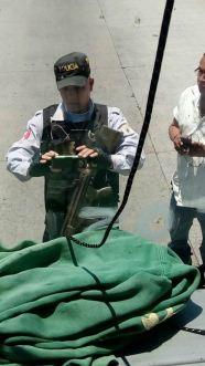 Policias amagan a familiares de Ayotzi 03