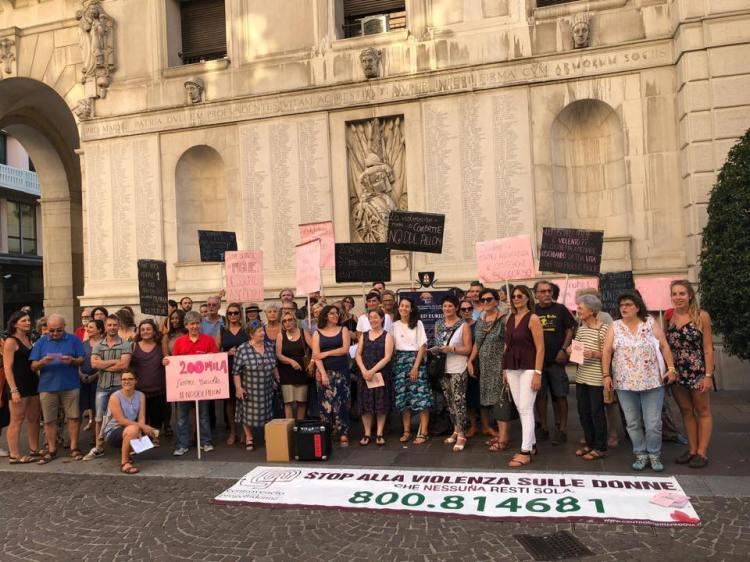 manifestazione in piazza Pilloff, contro il ddl Pillon