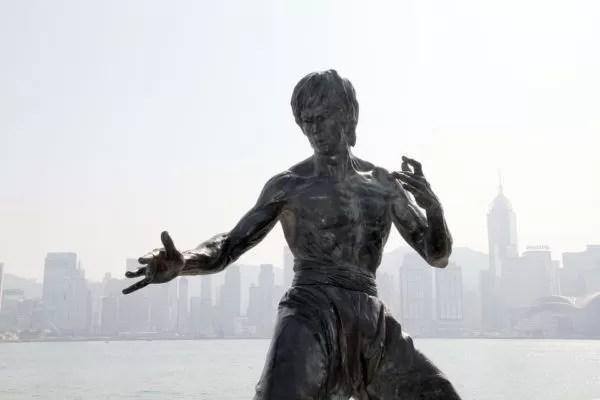 Enseñanzas de Bruce Lee que puedes aplicar a tu estudio de oposiciones