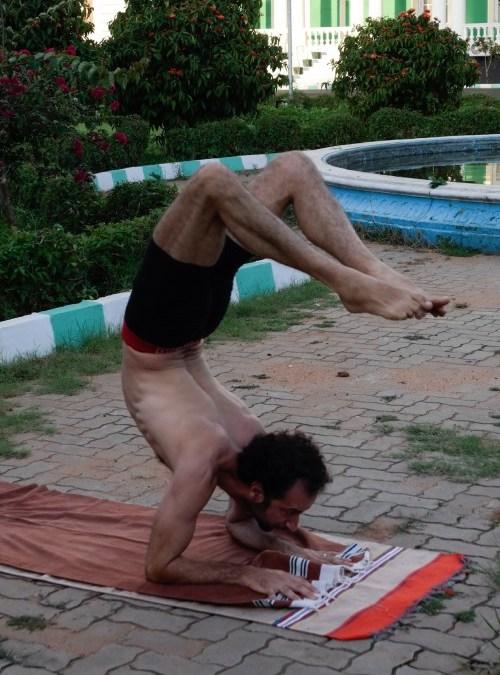 Quelle strane acrobazie nello yoga