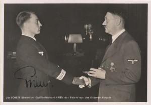 Günther Prien decorato da Hitler con la Croce di Cavaliere