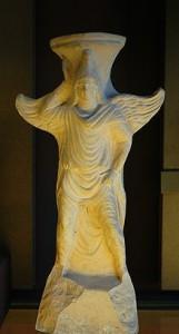 Attis con il berretto frigio. Thymiaterion di terracotta da Tarso, I  o II secolo a.C., Louvre.