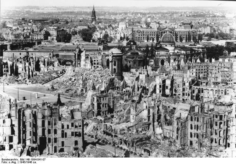 Dresda. Veduta della città dopo i bombardamenti.