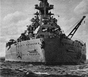 La Bismarck di prua.