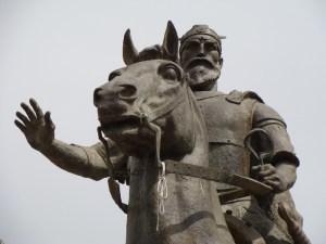 Statua di Skanderbeg. Skopje, Albania. (c) Richard Schofield via https://it.wikipedia.org/wiki/File:Skenderbeg_Skopje.jpg