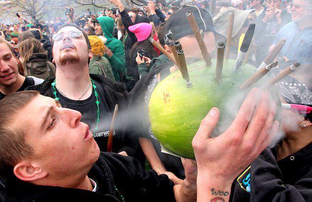 Così la cannabis libera rovinerà i ragazzi e farà ricche le mafie