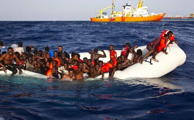 Migranti. Perché l'accordo Italia-Libia non fermerà i trafficanti di uomini