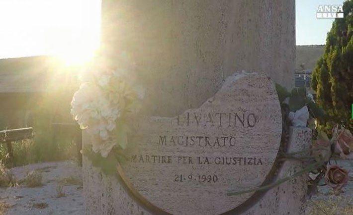 L'oltraggio al monumento a Rosario Livatino