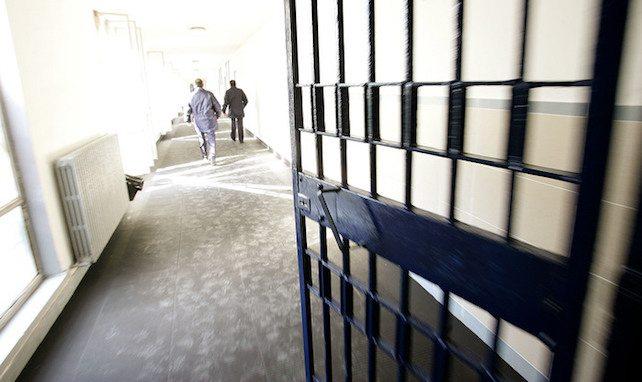 Scegliere prego: o il corteo anti-carcere o lo scandalo per lo stupratore in libertà