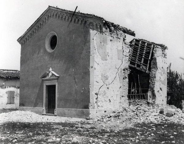 Casarsa, chiesa di Santa Croce dopo un bombardamento aereo.