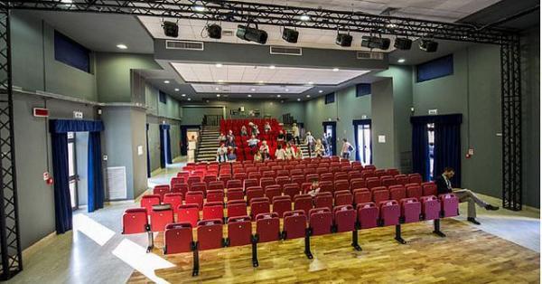 L'interno della sala del Teatro del Lido di Ostia