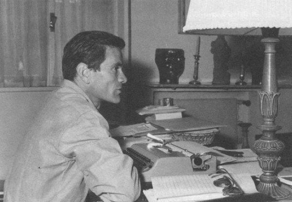 Pier Paolo Pasolini in via Carini, quartiere Monteverde, 1961